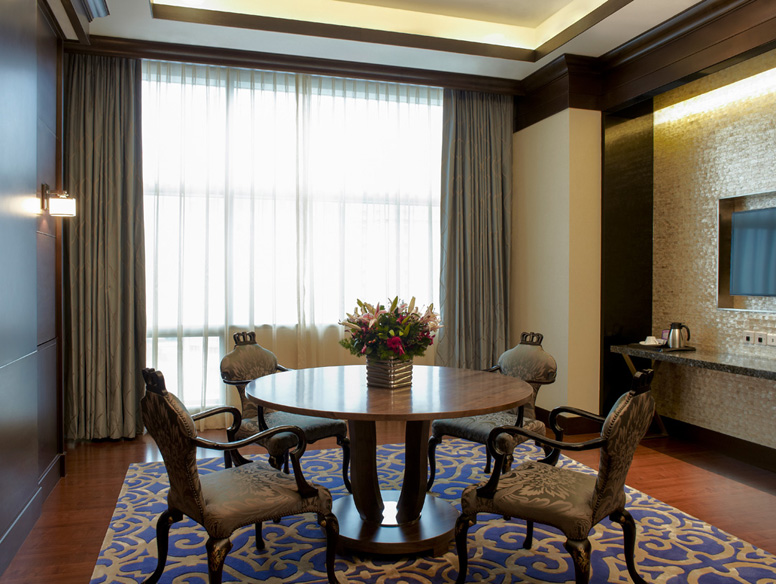 Mount Elizabeth Novena Kamar Regal Suite Dining Room